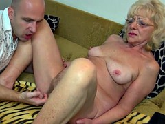Видео как трахаются старушки с молодыми 37